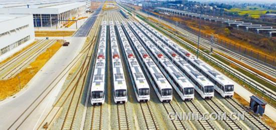 """""""成都造""""A型铝合金地铁列车 整齐排列 整装待发"""