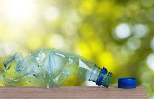 """大学研究人员正在寻找处理""""不可回收""""聚合物的方法"""